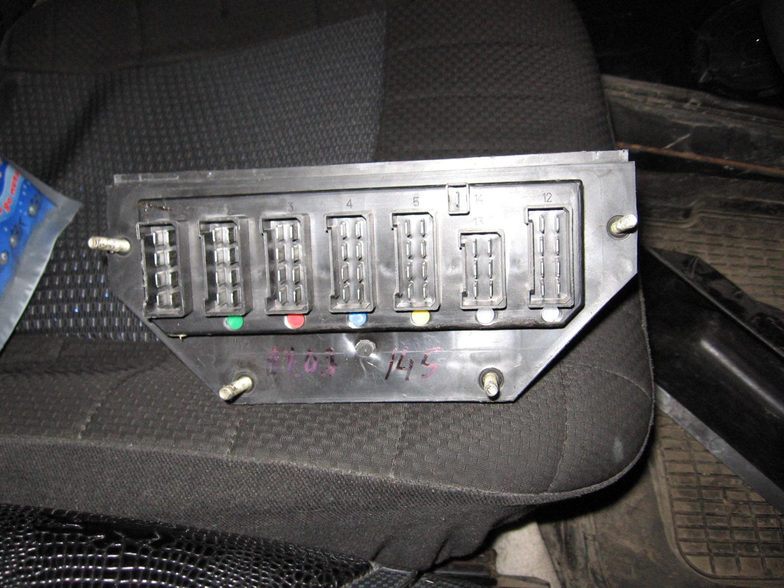 схема монтажного блока ваз2106