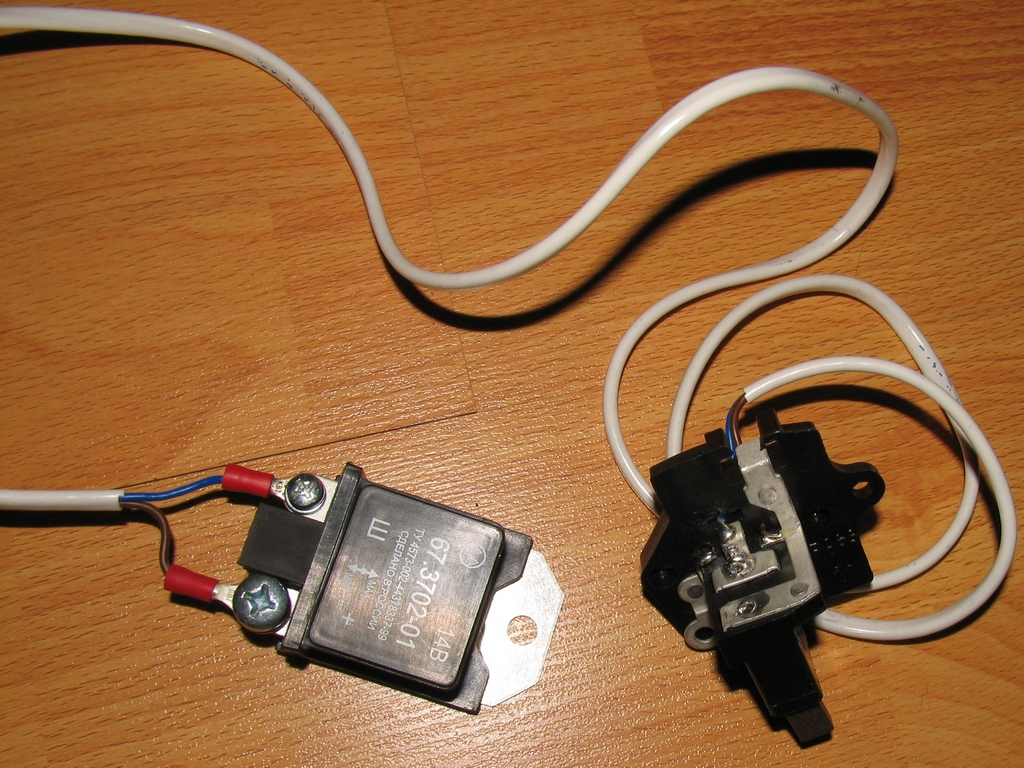 Фото №1 - где стоит регулятор напряжения на ВАЗ 2110