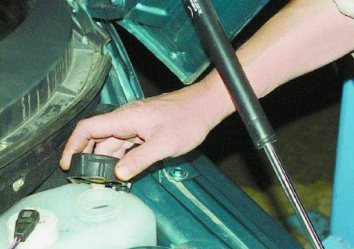 Сливная пробка охлаждающей жидкости на ваз 2110